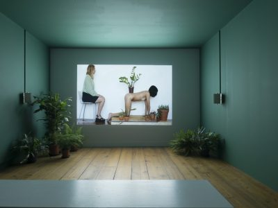 Melanie Bonajo, Night Soil – Fake Paradise, 2014. HD Video, 32:09 min. Courtesy die Künstlerin und AKINCI, Amsterdam